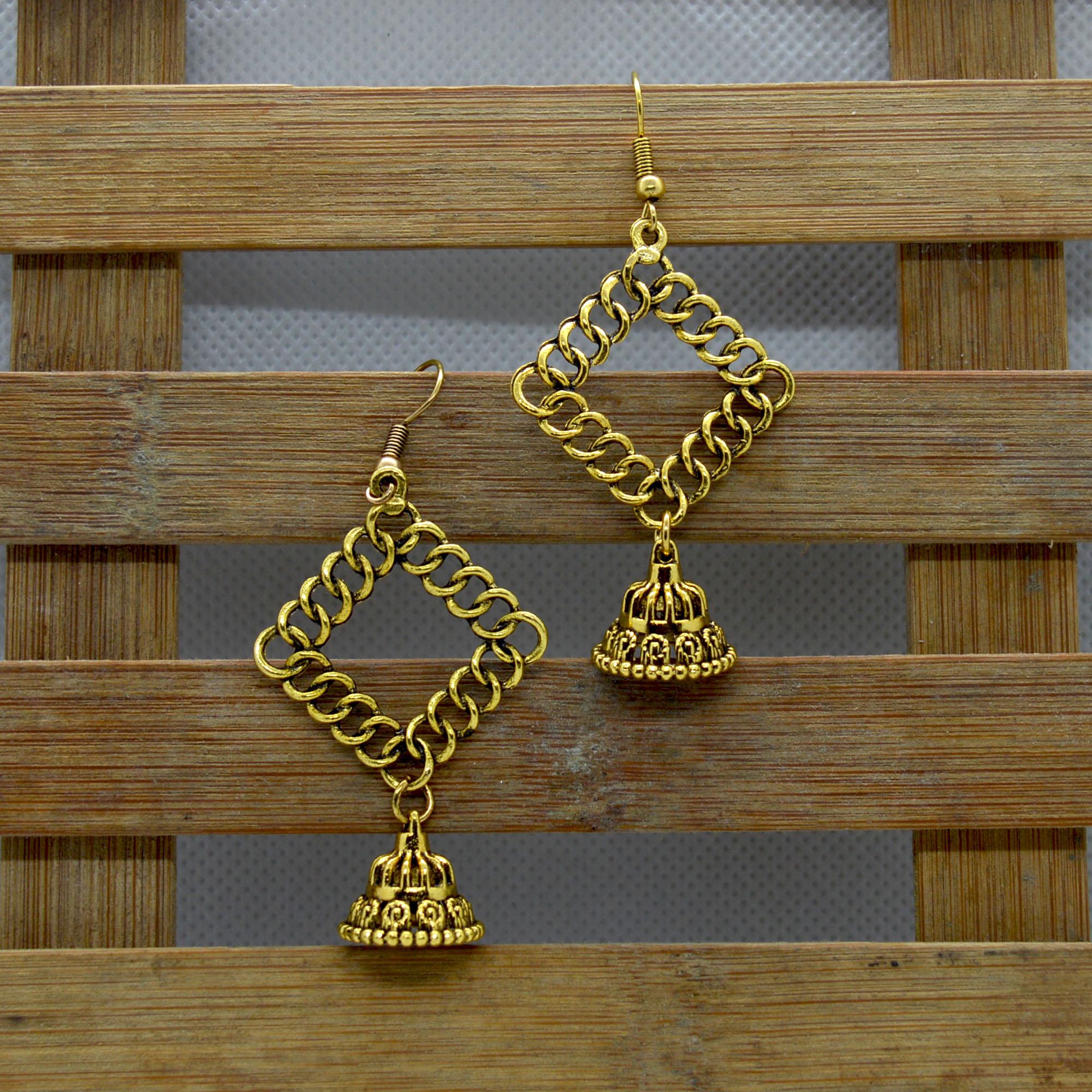 Gold Toned Chain Designed Pinj...
